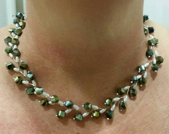 Zigzag Emerald Green Crystal Beads & off white Pearls