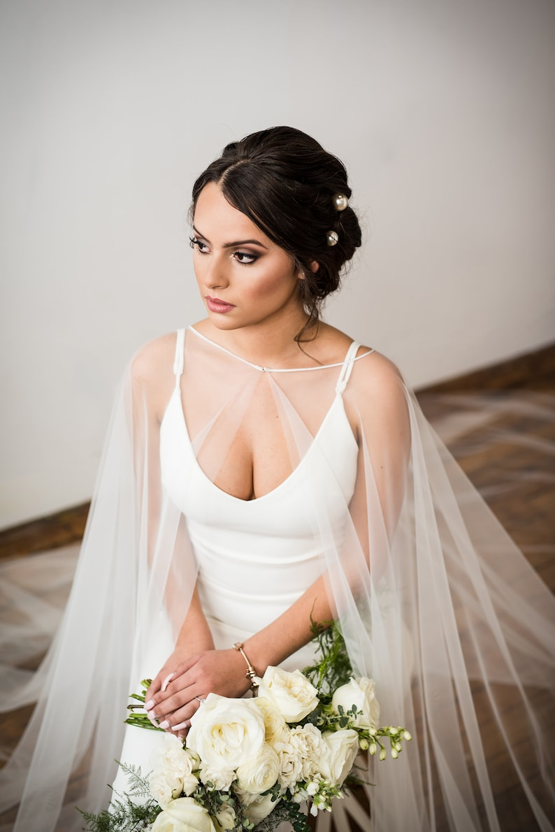 Simple English Tulle Bridal Cape