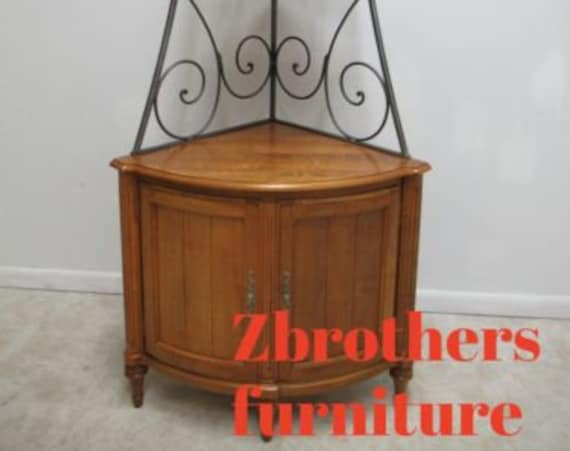 Ethan Allen Legacy Country French Corner Shelf Bakers Rack Hutch Display Cabinet