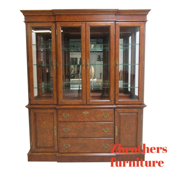 Thomasville Vignettes Dining Room China Cabinet Breakfront Hutch Chippendale