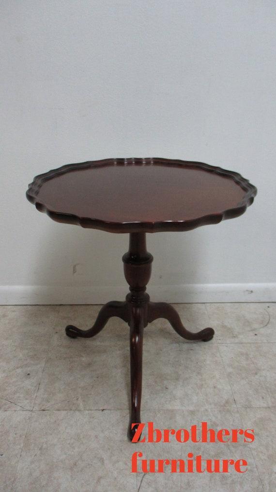 Vintage Custom Mahogany Scalloped Pie Crust Pedestal Lamp End Table