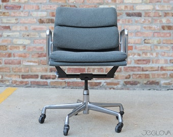 vintage management chair from the Eames Soft Pad line—an extension of the Aluminum Group by Charles and Ray Eames