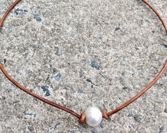 Pearl necklace - Freshwater pearl choker necklace - Brown leather choker - Single pearl choker - gift for her - Simple pearl necklace