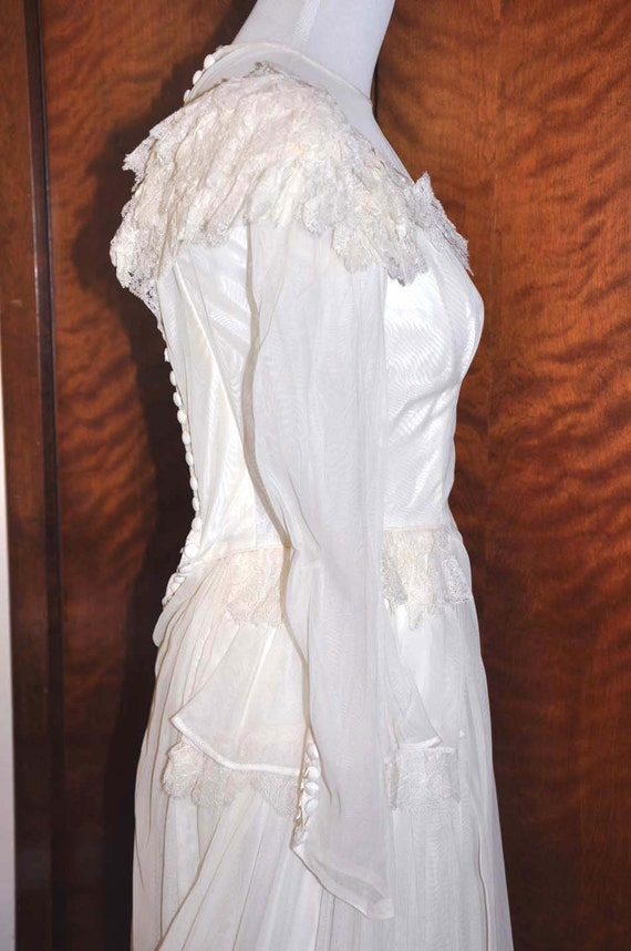 Vintage 1920's White/Vanilla Wedding Gown With Lo… - image 3