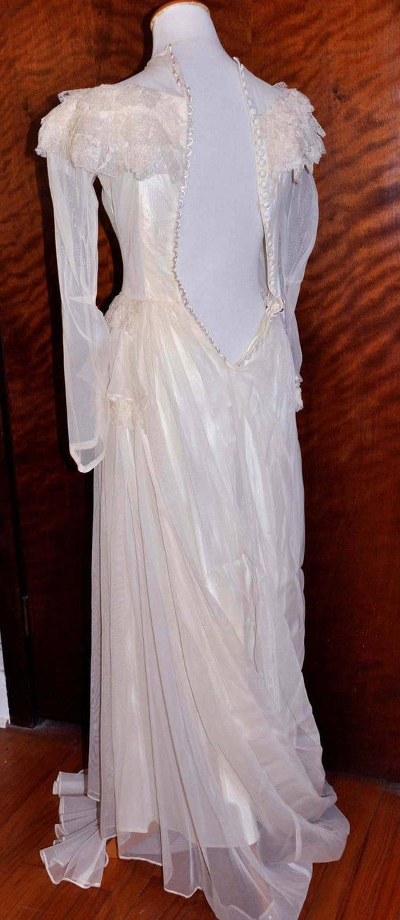 Vintage 1920's White/Vanilla Wedding Gown With Lo… - image 9
