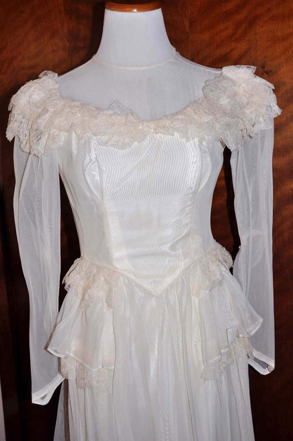 Vintage 1920's White/Vanilla Wedding Gown With Lo… - image 1