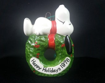 Snoopy United Feature Syndicate Peanuts 1966 Wreath Christmas Ornament (Free Shipping)