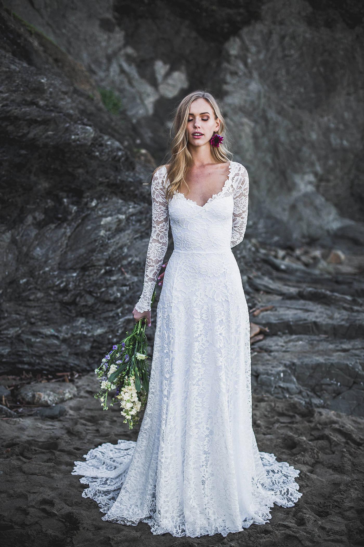 b574571e8fff5 Open Back Wedding Dress Sweetheart neckline Long Sleeve   Etsy