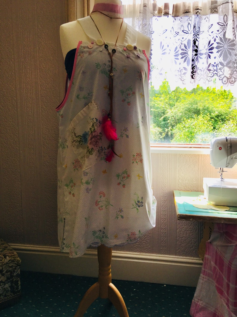 Overall Scrap Fabric UK Size 10-14 Hippy Dungaree Style Dress Bo-Ho Big Pocket WHITE Floral: Festival