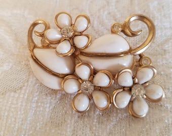 Vintage White Brooch, Flower Brooch, Vintage Brooch, Vintage Jewelry, White Flower Brooch,Summer Brooch