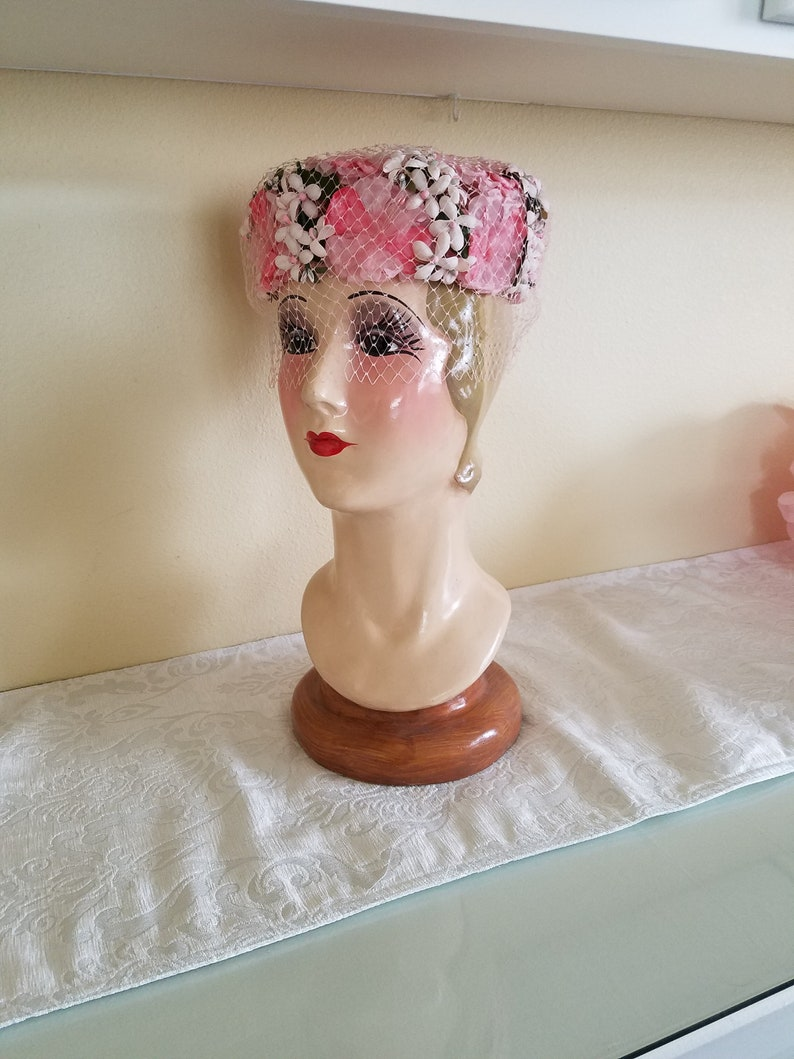a68c416bde0c5 Vintage 1950s Pink and White Floral Pill box Hat with Veil