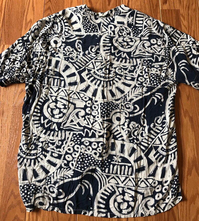 Vintage 90/'s Guess by Georges Marciano Abstract Rayon button up short sleeve Size Large.