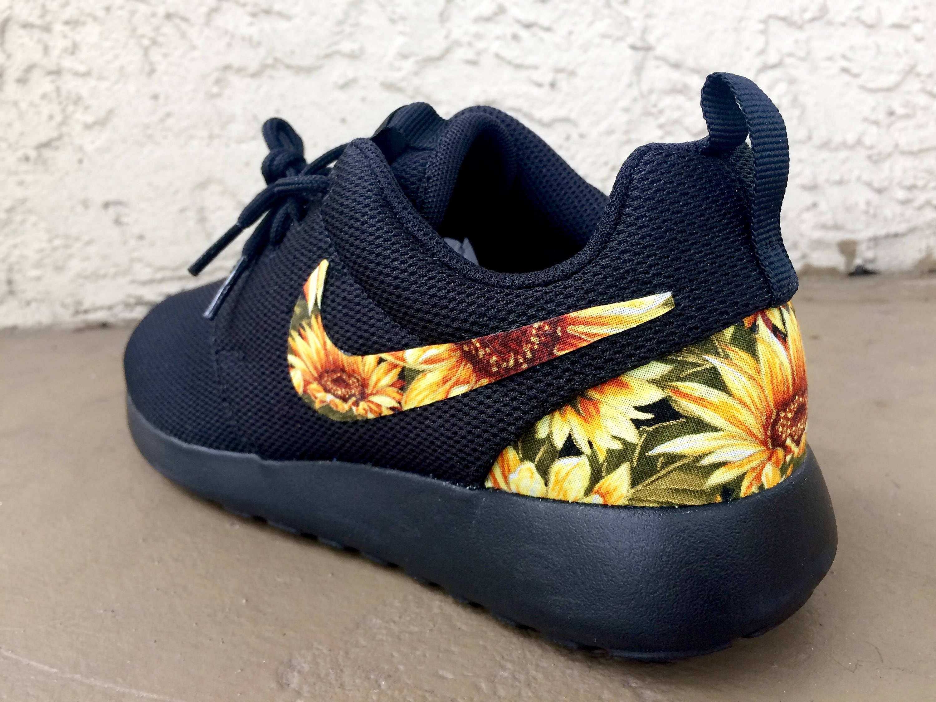 watch bd952 886f3 Custom Sunflower Nike Roshe   Etsy