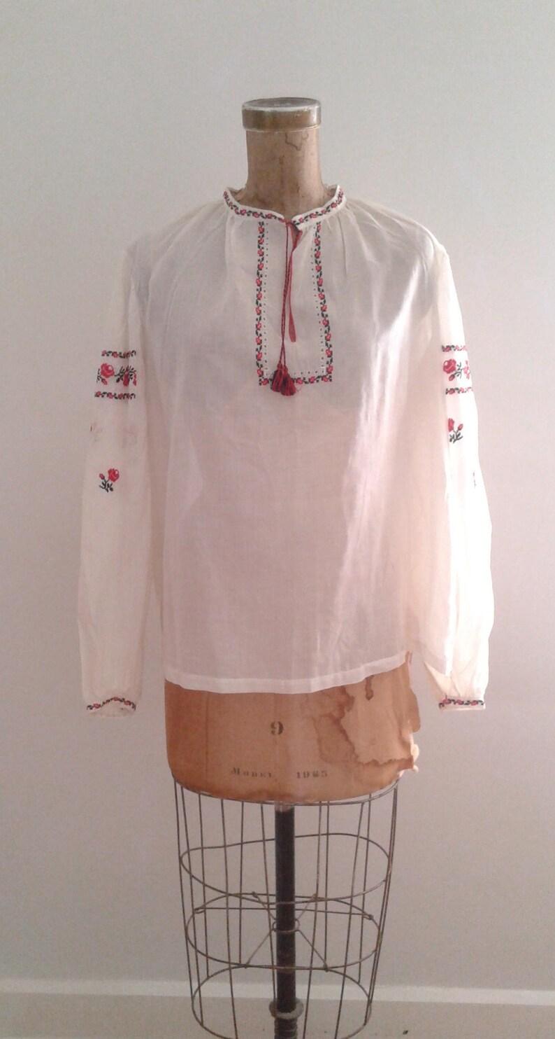 0621336e4ea469 Vintage 1940 s White Semi Sheer Cotton Embroidered