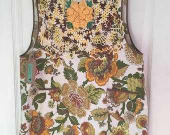 vintage apron autumn colors embellished with yoyos and doily