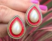Vintage Teardrop Earrings Scarlet Teardrops, Teardrop Pearl, 80s Enamel Earrings, Lipstick Red Earrings, Fire Engine Red, Pearl Earrings