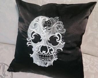 Throw cushion - Gothique Lace Skull