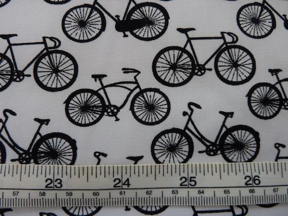 Makower Monochrome 100/% Cotton Fabulous Black and White Fabric