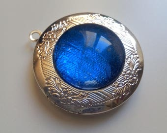 Silver photo medallion with chain