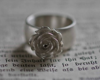 Solid silver flower ring