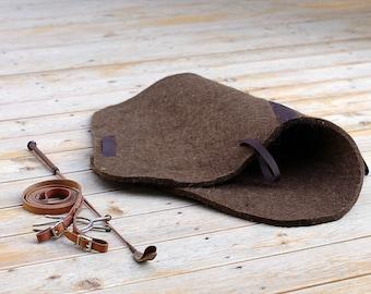 Horse saddle pad from Natural wool, handfelted English saddle pad for showjumping saddle. Schabracke. Saddle cloth. Reitpad
