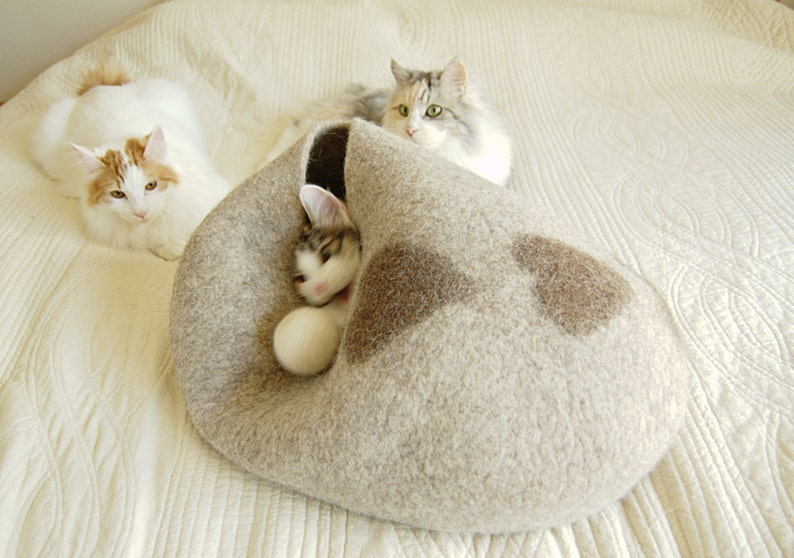 Beige felted pet beds with hearts  wool dog bed  felt cat image 0