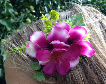 Hair comb for wedding hairstyle, bridesmaid in fuchsia pink flowers