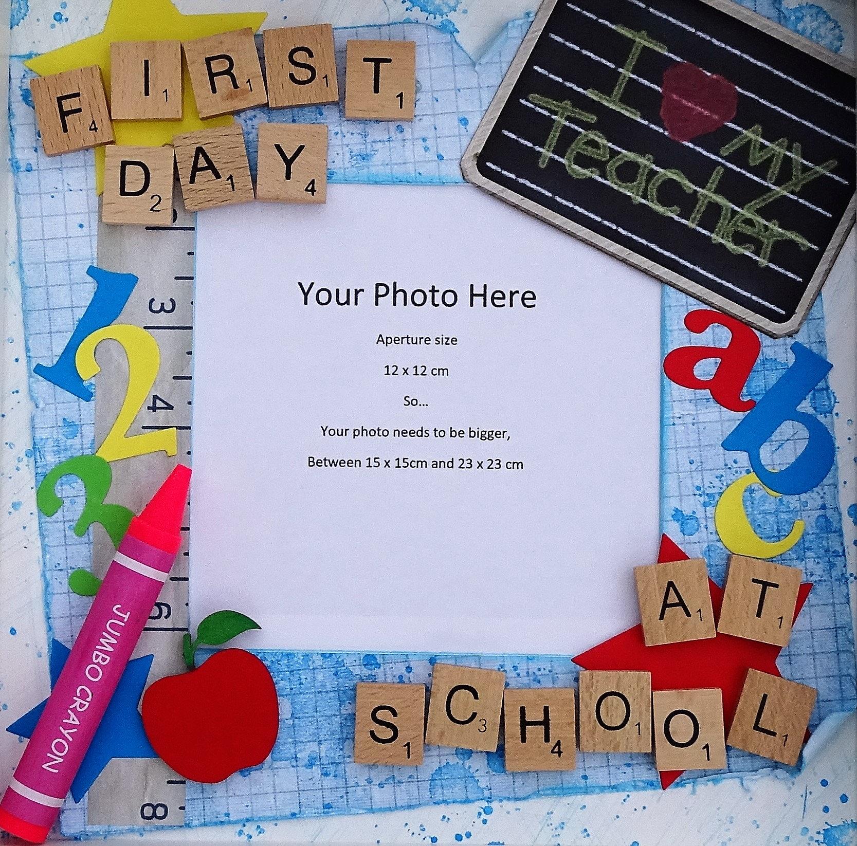 Erster Tag in der Schule-Fotorahmen Scrabble Fliesen