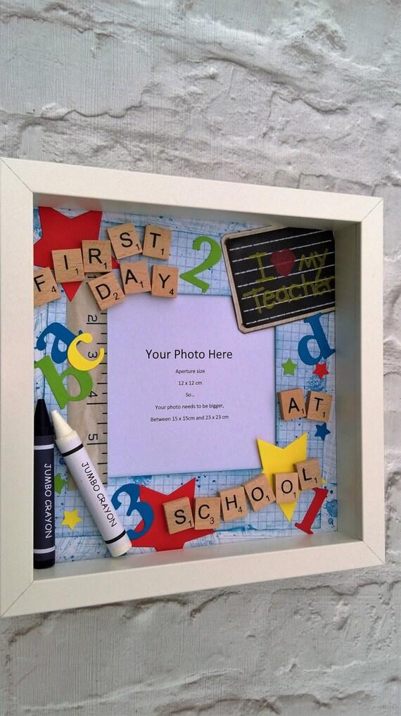 Erster Tag in der Schule-Bilderrahmen Scrabble Fliesen