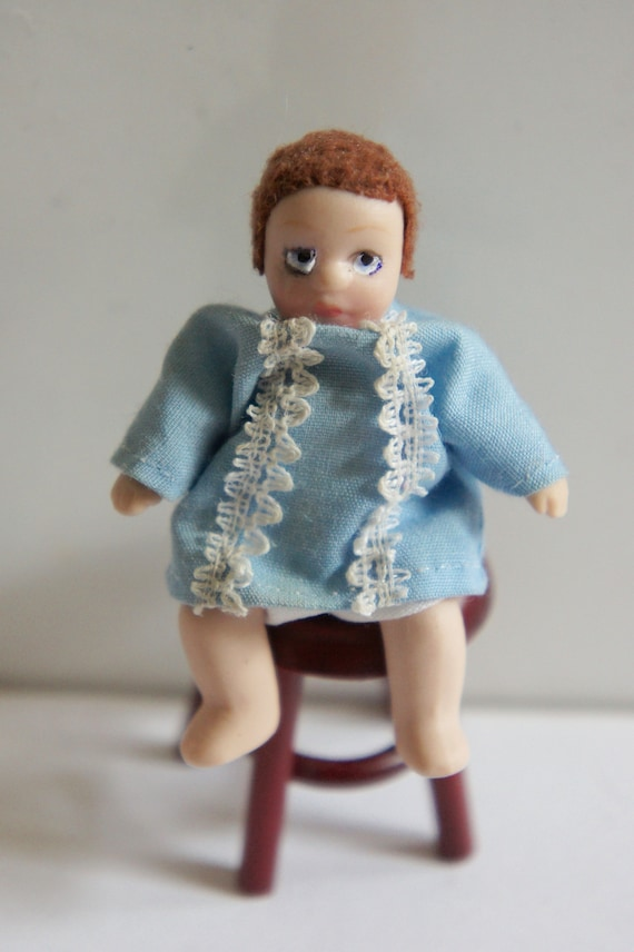 DOLLS HOUSE DOLL 1//12th SCALE MODERN WOMAN  IN  JEANS AND SMOCK TOP