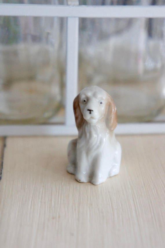 1:12th échelle de couchage en Céramique Chien Doll House Miniature Animaux Accessoire