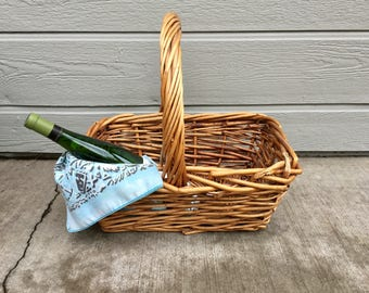 Vintage Basket, Picnic Basket, Wicker Basket, Farmhouse Decor