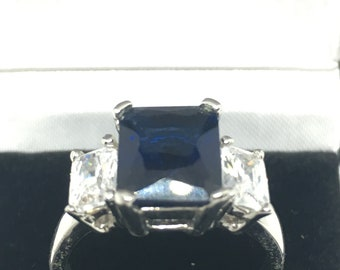 White Metal Dress Ring with Dark Blue Stone