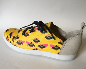 E-Taen Print Series collection: #TRIANGLEHAWK in #semiloafersneakers