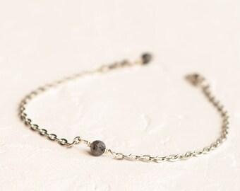 Silver labradorite bracelet, Labradorite jewelry, Grey bead bracelet