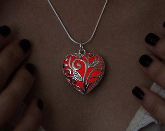 Necklace Big Red Glowing Heart - Girlfriend Gift - Glow in the Dark - Glowing Necklace - Glowing Heart - Heart Necklace - Big Heart Pendant