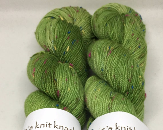 Hand Dyed Superwash Merino Tweed Fingering Yarn_Elizabeth