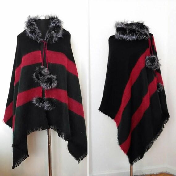 dd5a287aeb9b Femmes laine écharpe pashmina avec poncho col rouge   noir   Etsy