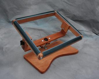 11 x 14 Swivel Rug Hooking Lap Frame   11x14 Inside Hooking Area