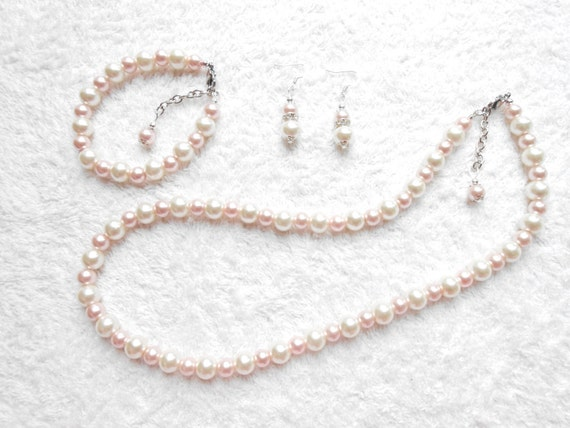 Mother of the groom Gift for wife Bridesmaid set Gift for daughter, Jewelry set Ivory and Pale green Pearl set Etsy jewelry
