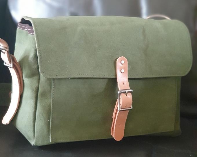 Crossbody Bag, Messenger Olive Green waxed Canvas Bag, Unisex Bag, Everyday Bag, Designer Messenger Bag, Unique Gift Idea