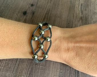 Suede wrap bracelet with beads, gray suede bracelet, stainless steel beads. Grey chunky bracelet, geometric silver wrap bracelet.