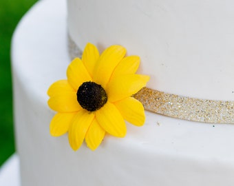 "Black-Eyed Susan Sugar Flower - small 2"" daisy cake topper"