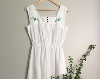 Vintage White Cotton Summer Dress with Blue Flower Embroidery and Pockets!