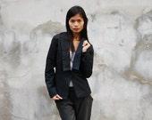 Jacket lapel Women in bla...