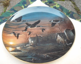 Terry Redlin Geese Flying at Winter Twilight Collectors Plate Country Kitchen Hunting Decor Goose Plate Gold Leaf