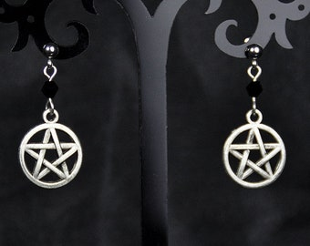 Studearrings with small pentagram pendant