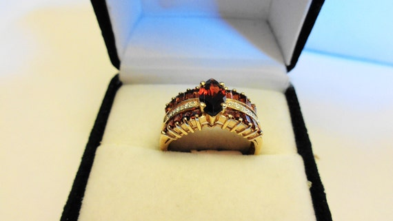 Garnet Ring.  Natural Garnet Marquise & Diamonds i