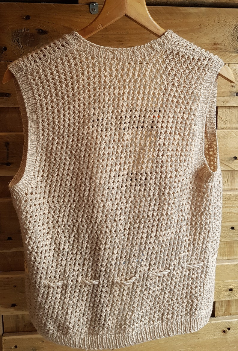 SIZE 10 Tank Top Quality Retro Knitwear- 1970s Vintage Womens Oatmeal TexturedMesh Knit Sleeveless Cardigan