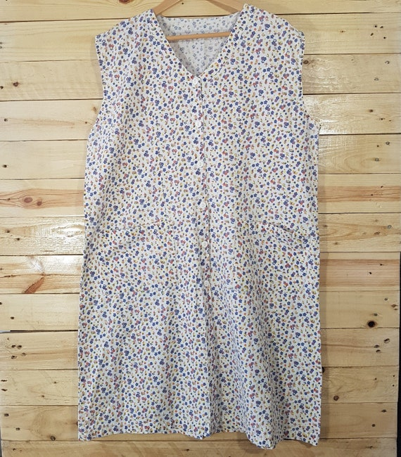 Vintage Womens 1960s White&Blue Ditsy Floral Print